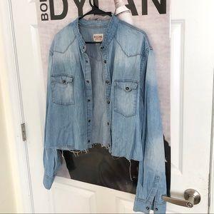 Cropped men's oversized jean shirt